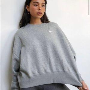 NEW Nike mini swoosh oversized cropped sweatshirt